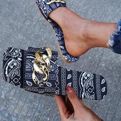Frauen Kunstleder Flascher Absatz Sandalen Flache Schuhe Peep Toe Pantoffel mit Kette Spleißfarbe Schuhe