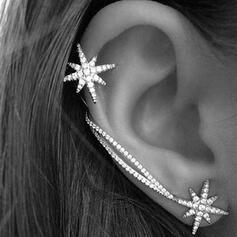 Glänzende Einfache Stern Legierung Strasssteine Ohrringe 2 STÜCK