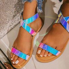 Frauen PU Flascher Absatz Sandalen Flache Schuhe Peep Toe mit Schnalle Kreuz und quer Schuhe